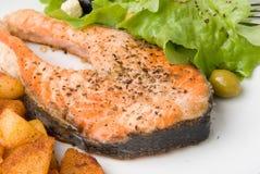 Salmoni cotti con lattuga 6 Immagine Stock Libera da Diritti