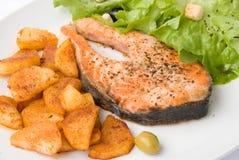 Salmoni cotti con lattuga 7 Fotografia Stock