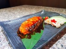 Salmoni cotti con le verdure fotografie stock
