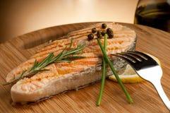 Salmoni cotti con pepe verde Fotografie Stock