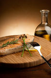 Salmoni cotti con pepe verde Fotografia Stock Libera da Diritti