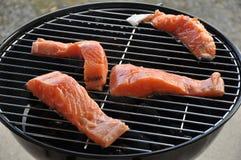 Salmoni della griglia Fotografie Stock