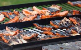 Salmoni della griglia del barbecue Immagini Stock