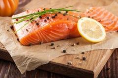 Salmoni grezzi freschi Fotografie Stock Libere da Diritti