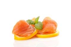 Salmoni, limone ed erbe. Fotografia Stock