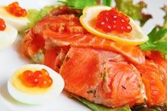 Salmoni rossi e caviale Fotografie Stock Libere da Diritti