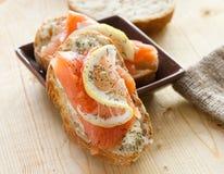 Salmoni sandwich2 Fotografia Stock Libera da Diritti