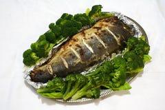 Salmoni serviti con broccolo 2 immagine stock libera da diritti
