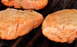 Salmoni sulla griglia Fotografia Stock