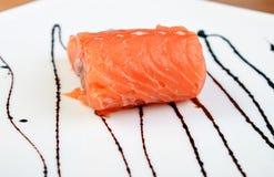 Salmoni sulla zolla con la salsa di soia Immagine Stock Libera da Diritti