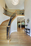Salón con la escalera curvada Foto de archivo libre de regalías