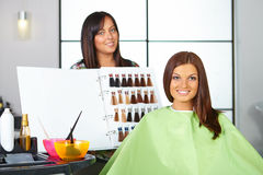 Salón de pelo.   Imagen de archivo libre de regalías