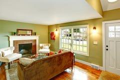 Salon élégant avec une cheminée image stock