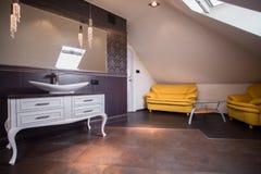 Salon élégant de salle de bains photos stock