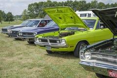 Salon automobile avec des voitures de vintage photo stock