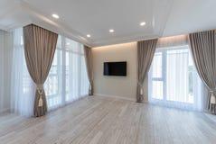 Salon avec l'espace vide Intérieur à la maison avec la TV photos libres de droits