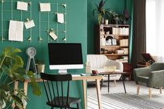 Salon avec l'intérieur d'espace de travail Image libre de droits