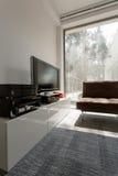 Salon avec la fenêtre panoramique photo stock