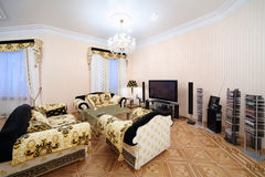 Salon avec les meubles de luxe dans le style classique Image stock
