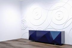 Salon blanc avec un côté pourpre de coffret Images stock
