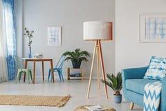 Salon bleu multifonctionnel image stock