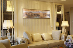 Salon concis et animé dans l'appartement photos libres de droits