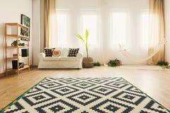 Salon dans l'appartement photos stock