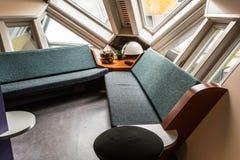 Salon dans l'Exposition-cube en Kijk-Kubus photos libres de droits