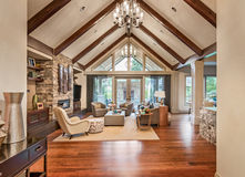 Salon dans la nouvelle maison de luxe Image stock