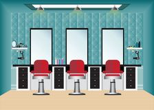 Salon de coiffure avec la chaise et le miroir de coiffeur Photo stock