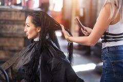 Salon de coiffure et station thermale Dénommer, coupe de cheveux, soins capillaires images stock