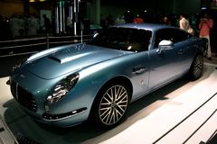 Salon de l'Automobile, coin d'Aston Martin montrant les voitures épiques de cru photo stock