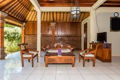 Salon de luxe à l'intérieur de chambre à coucher d'hôtel Image stock