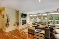 Salon de luxe avec la cheminée Photographie stock