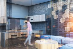 Salon de modèle d'hexagone et tache floue de coin de barre Photographie stock