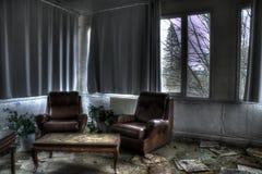 Salon en cuir abandonné image libre de droits