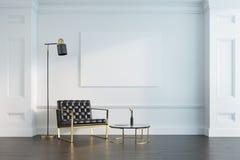 Salon, fauteuil et affiche blancs Images stock