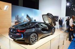 Salon international d'automobile de Moscou BMW i8 avec en haut augmentées les portes de la meilleure qualité Photos stock