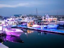 Salon nautique épique de Dubaï au coucher du soleil images stock