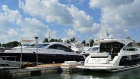 Salon nautique international 2015 de Miami Beach banque de vidéos