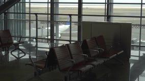 Salon vide de départ à l'aéroport clips vidéos