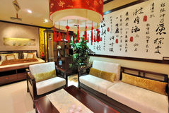 Salone cinese largo di stile tradizionale Fotografie Stock