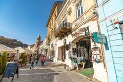 Salone del tatuaggio in Brasov anziano in Romania fotografia stock