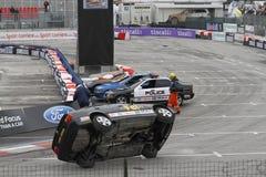 Automobile di acrobazia su due ruote Fotografia Stock Libera da Diritti