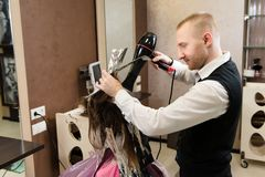 Salone di bellezza, cura di capelli e concetto della gente immagini stock libere da diritti
