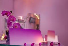 Salone di capelli di lusso con i biglietti da visita in bianco fotografie stock libere da diritti