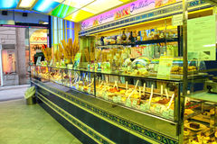 Salone di gelato della vetrina e dell'interno a Firenze L'Italia Immagini Stock