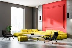 Salone grigio e rosso, vista laterale del sofà giallo royalty illustrazione gratis