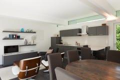 Salone moderno ammobiliato fotografie stock