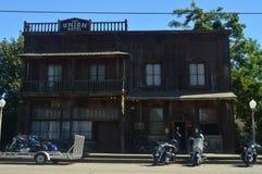 Salone nello stile di selvaggi West in Los Alamos Architettura di feste di viaggio Immagini Stock